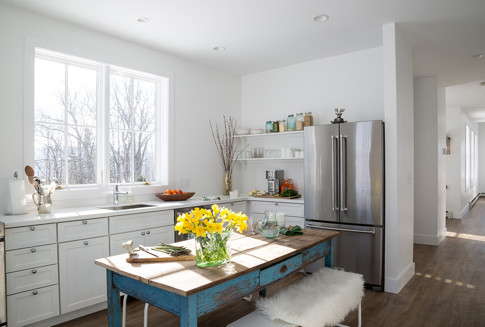 bright and simple kitchen